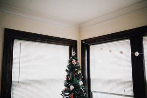 NHỮNG CÁCH ĐƠN GIẢN ĐỂ TRANG TRÍ GIÁNG SINH VỚI CHI PHÍ THẤP NHẤT ChristmasDecorationsMinimalistChristmasDecorOnABudget 1