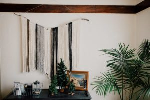 NHỮNG CÁCH ĐƠN GIẢN ĐỂ TRANG TRÍ GIÁNG SINH VỚI CHI PHÍ THẤP NHẤT ChristmasDecorationsMinimalistChristmasDecorOnABudget 12