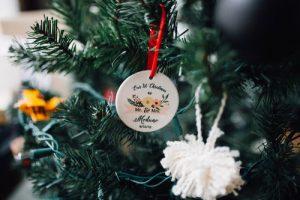 NHỮNG CÁCH ĐƠN GIẢN ĐỂ TRANG TRÍ GIÁNG SINH VỚI CHI PHÍ THẤP NHẤT ChristmasDecorationsMinimalistChristmasDecorOnABudget 2