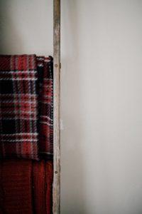 NHỮNG CÁCH ĐƠN GIẢN ĐỂ TRANG TRÍ GIÁNG SINH VỚI CHI PHÍ THẤP NHẤT ChristmasDecorationsMinimalistChristmasDecorOnABudget 8