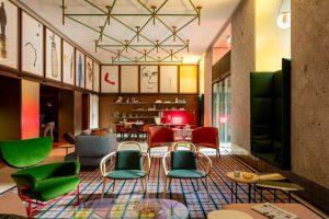 Patricia Urquiola thiết kế đầy màu sắc cho chuỗi khách sạn Room Mate ở MiLan patricia urquiola room mate hotels interior design milan dezeen 936 10 852x568