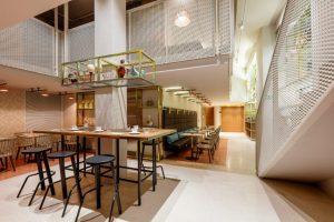 Patricia Urquiola thiết kế đầy màu sắc cho chuỗi khách sạn Room Mate ở MiLan patricia urquiola room mate hotels interior design milan dezeen 936 2 852x568