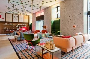 Patricia Urquiola thiết kế đầy màu sắc cho chuỗi khách sạn Room Mate ở MiLan patricia urquiola room mate hotels interior design milan dezeen 936 3 852x561