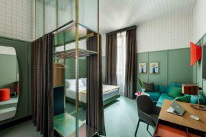 Patricia Urquiola thiết kế đầy màu sắc cho chuỗi khách sạn Room Mate ở MiLan patricia urquiola room mate hotels interior design milan dezeen 936 8 852x568