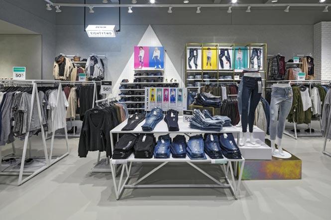 Ardene's Game-Changing store thời trang được thiết kế bởi Dalziel&Pow, Saint-Jérôme – Quebec thiet ke showroom thoi trang 1