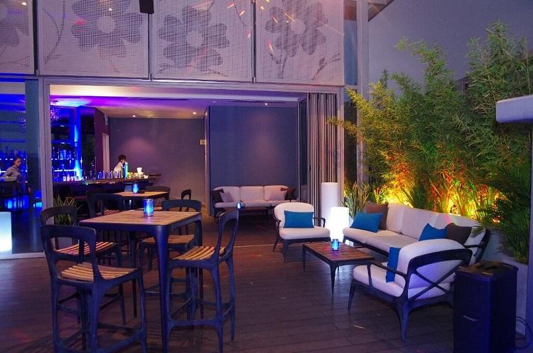 Khám phá 7 quán bar Rooftop 'sang chảnh' giữa Sài Gòn Cobalt Rooftop Bar Cocktails 3