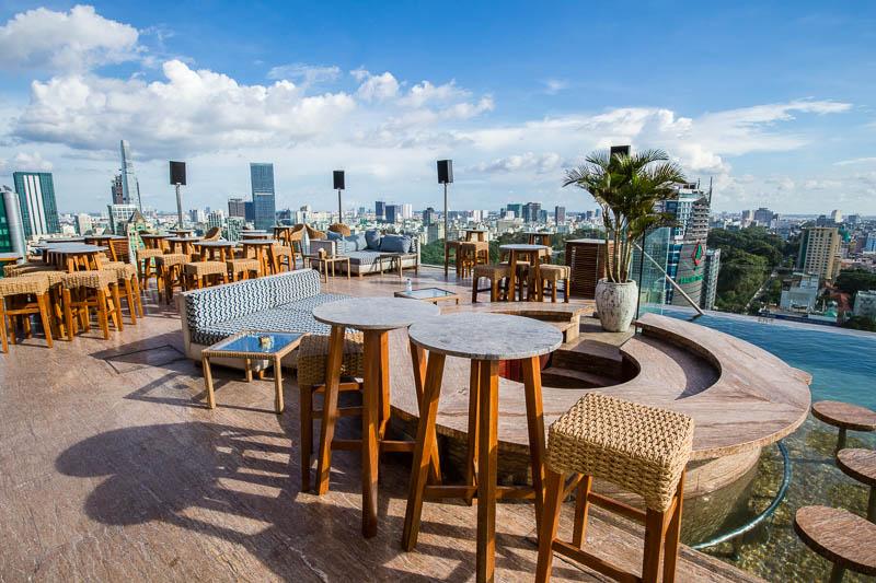 Khám phá 7 quán bar Rooftop 'sang chảnh' giữa Sài Gòn thiet ke bar