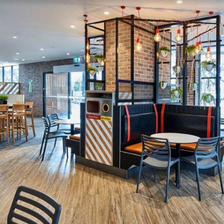 Thiết kế nội thất – Yếu tố quan trọng tạo nên thương hiệu chuỗi nhà hàng KFC