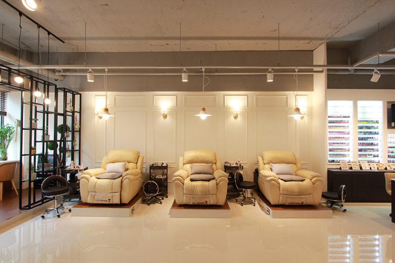 Chiêm ngưỡng không gian Nail cao cấp tại Hàn Quốc mau thiet ke salo nail dep 12