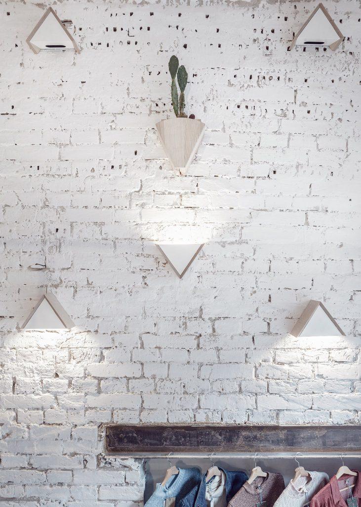 Ấn tượng mô hình cafe kết hợp shop thời trang thiet ke cafe shop 11