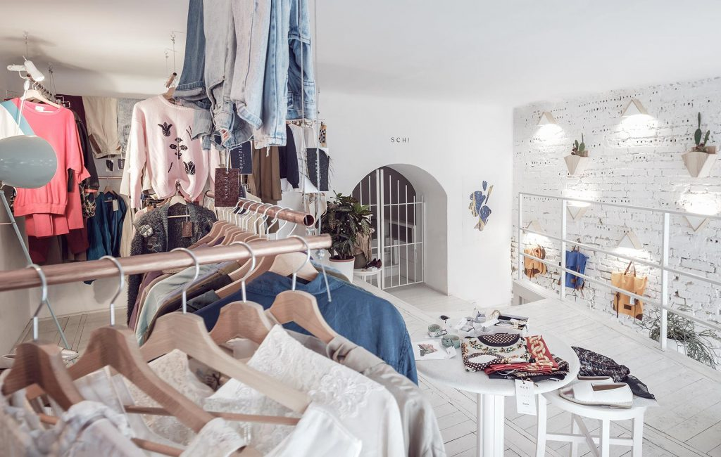 Ấn tượng mô hình cafe kết hợp shop thời trang thiet ke cafe shop 12