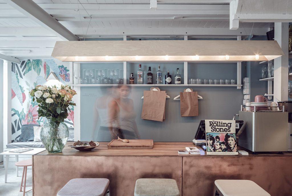 Ấn tượng mô hình cafe kết hợp shop thời trang thiet ke cafe shop 13