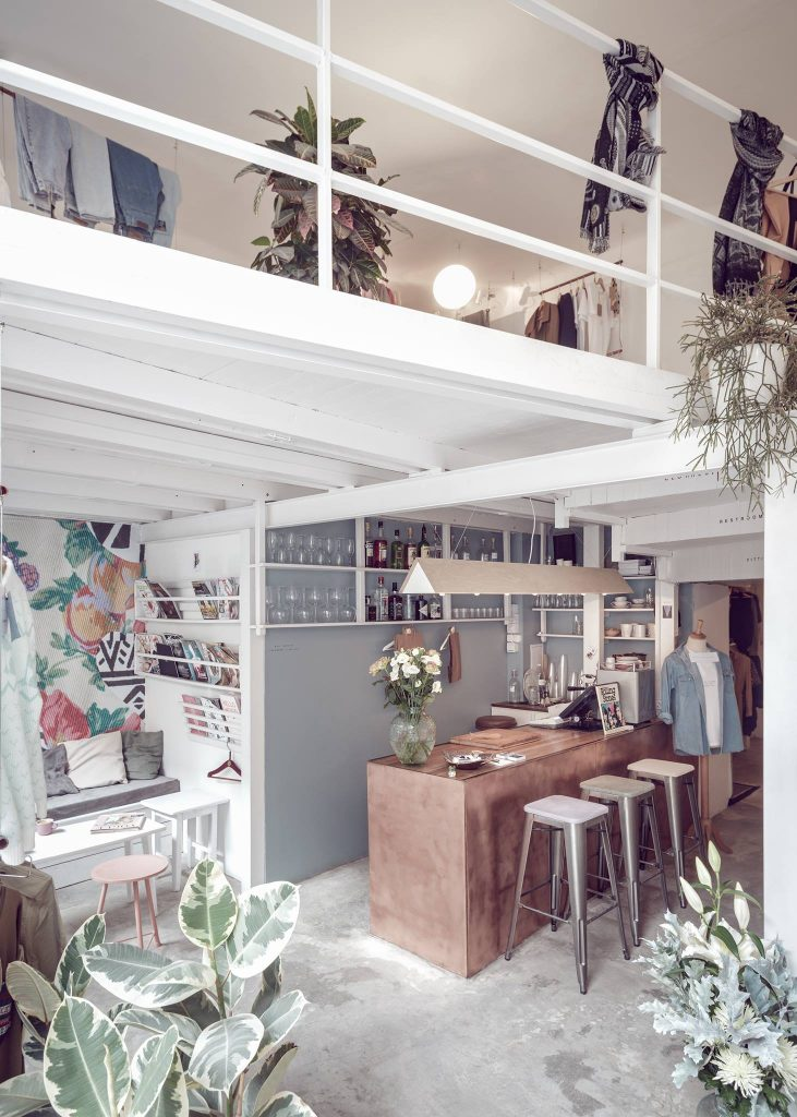 Ấn tượng mô hình cafe kết hợp shop thời trang thiet ke cafe shop 5