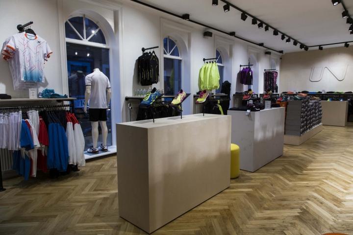 Thiết kế cửa hàng thời trang và dụng cụ thể thao chuyên nghiệp thoi ke shop thoi trang the thao 1