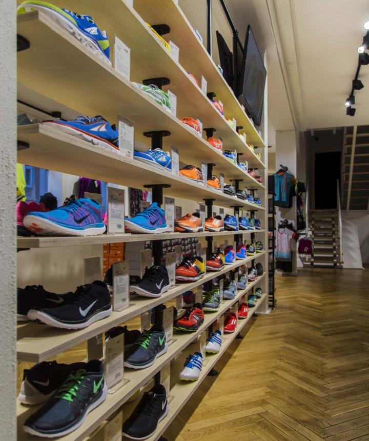 Thiết kế cửa hàng thời trang và dụng cụ thể thao chuyên nghiệp thoi ke shop thoi trang the thao 10