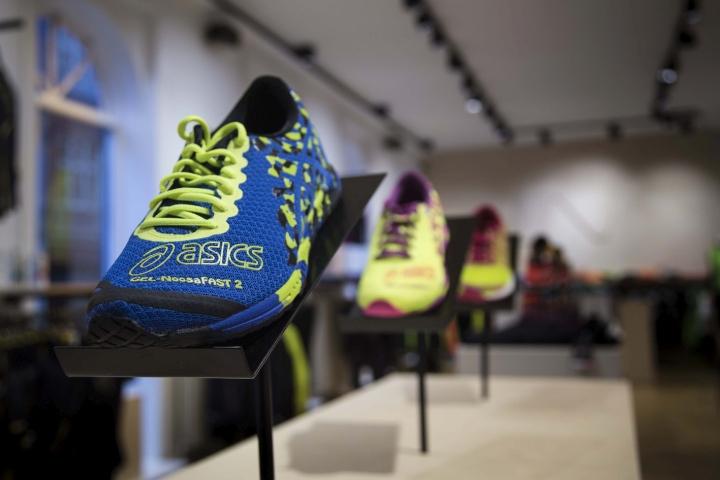 Thiết kế cửa hàng thời trang và dụng cụ thể thao chuyên nghiệp thoi ke shop thoi trang the thao 11