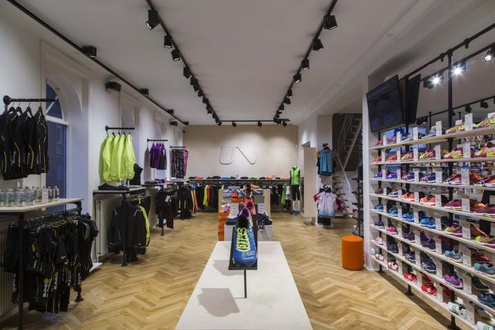 Thiết kế cửa hàng thời trang và dụng cụ thể thao chuyên nghiệp thoi ke shop thoi trang the thao 4