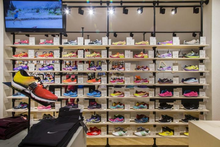 Thiết kế cửa hàng thời trang và dụng cụ thể thao chuyên nghiệp thoi ke shop thoi trang the thao 7