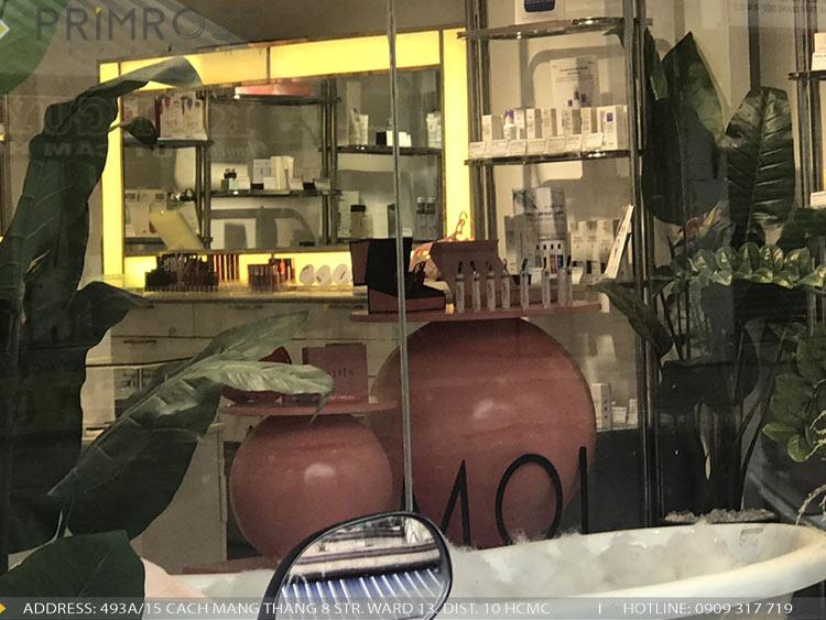 Sản xuất lắp đặt quầy kệ trưng bày chuyên nghiệp tại HCM thi cong noi that ke trung bay 2
